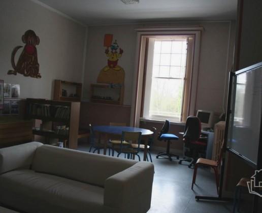 A 13.3 cc salon