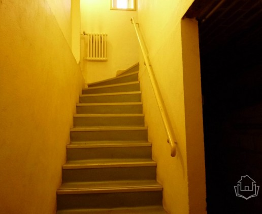 A 16.9 cc escalier cave